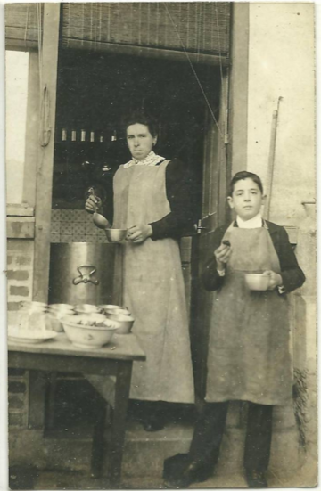France 1911, selling vin chaud